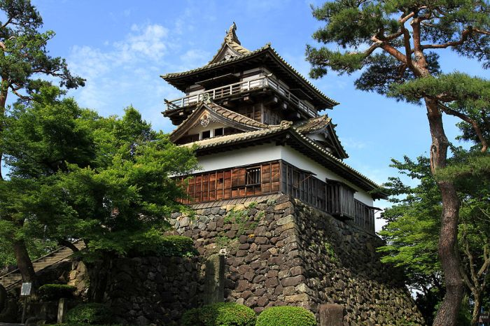 1024px-Maruoka_Castle_20100529-01.jpg