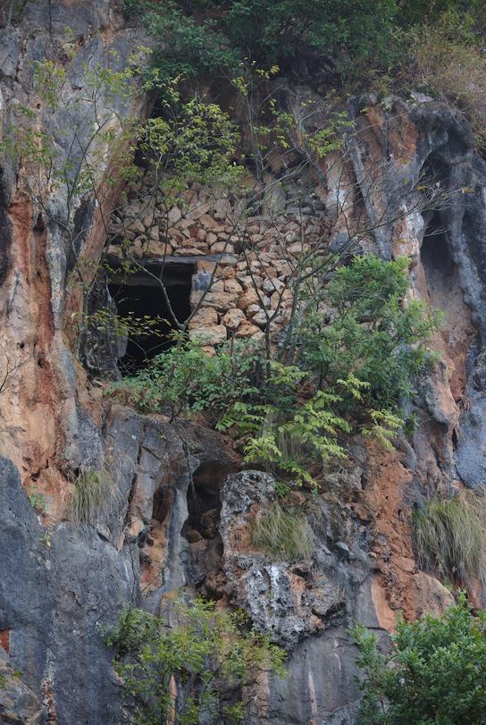 Bainitang_Hanging_Tomb.jpg
